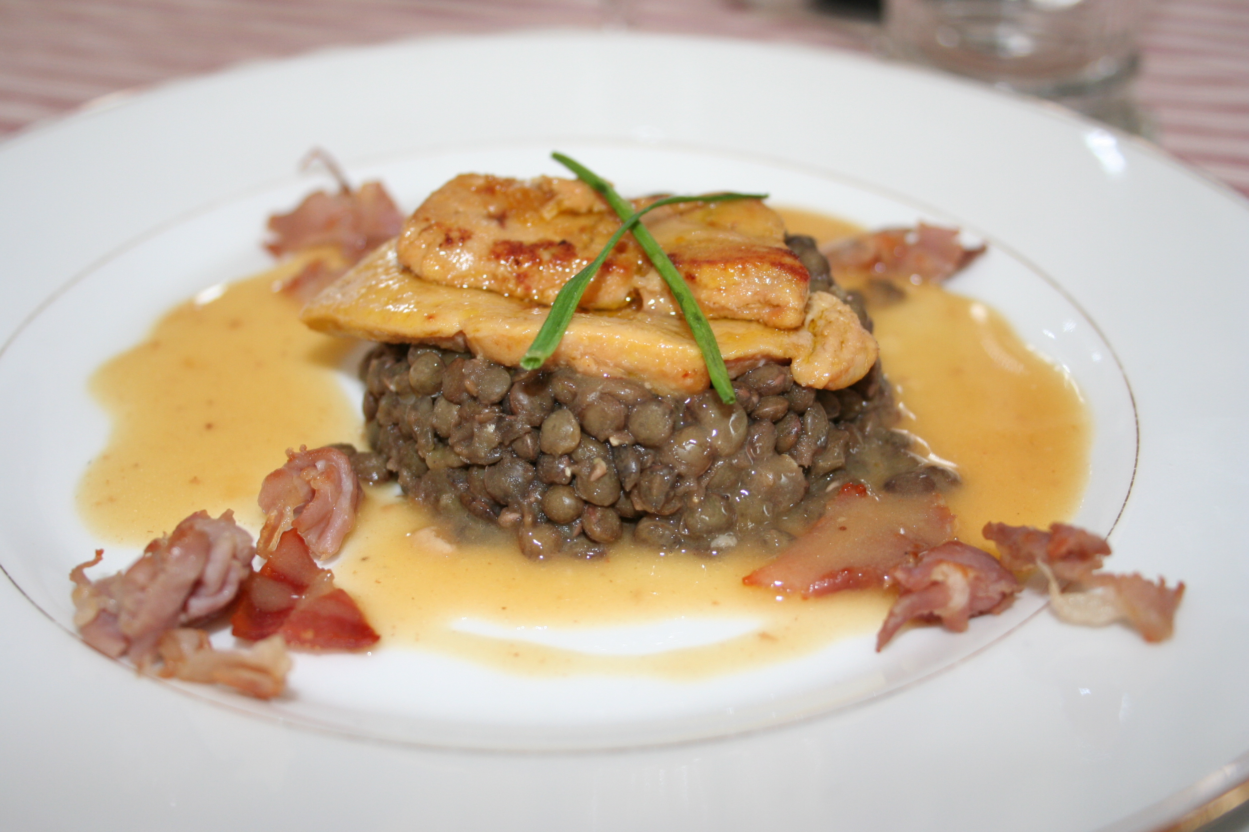 Escalopes de foie gras aux lentilles la cuisine des toqu es - Cuisiner un foie gras cru ...
